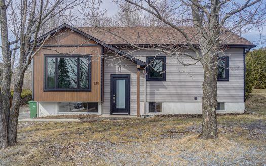 Maison à vendre rue Roberge Sherbrooke Rock Forest Flex Immobilier Élévation avant