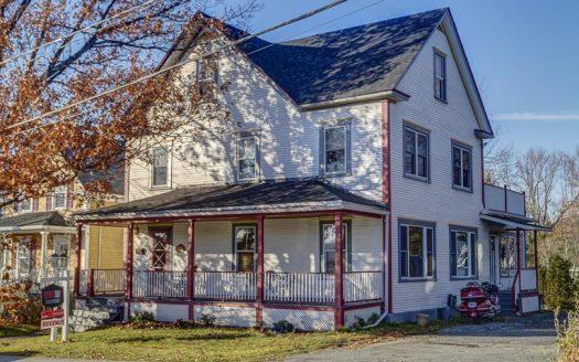 Maison ancestrale avec revenu à vendre rue Mont-Plaisant Sherbrooke Est Flex Immobilier Élévation avant