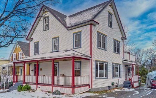Maison ancestrale avec revenu à vendre Sherbrooke Flex Immobilier Élévation avant