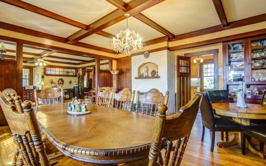 Bed and Breakfast à vendre rue Stevens Stanstead Flex Immobilier Salle à manger avec foyer au bois à combustion lente (rez-de-chaussée)