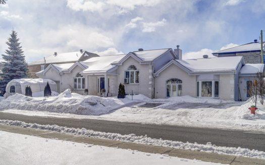 Bigénération à vendre Coursol St-Amable Montérégie Flex Immobilier Élévation avant avec logement bigénérationnel et garage attaché