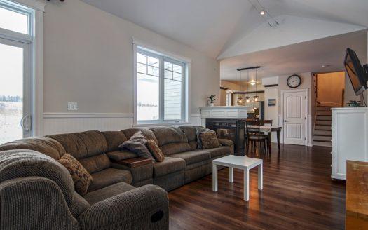 Condo à vendre 15 rue Yves Malouin Waterloo Flex Immobilier Salon avec plafond haut (rez-de-chaussée)
