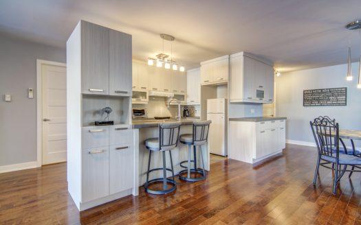 Condo à vendre rue de Provence Granby Flex Immobilier Cuisine et salle à manger avec comptoir-lunch (rez-de-chaussée)