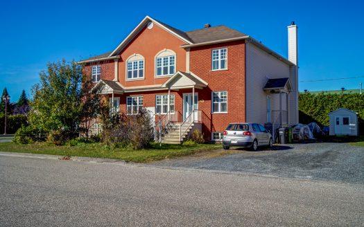 Quadruplex à vendre rue Zétès Sherbrooke St-Élie Flex Immobilier Élévation avant