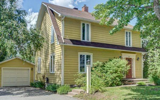 Maison avec garage à vendre à Magog REMAX Flex Immobilier Élévation avant