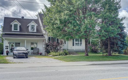 Triplex à vendre par propriétaire Sherbrooke Flex Immobilier 2 logements sur 2 étages et 1 logement au sous-sol