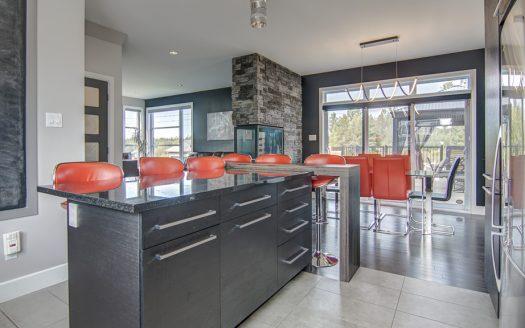 Maison contemporaine de prestige à vendre Sherbrooke Rock Forest Flex Immobilier Conception à aire ouverte avec plafond de 9 pieds de haut (rez-de-chaussée)
