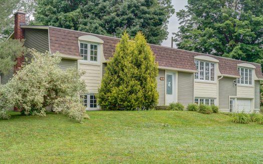 Maison plain-pied avec garage à vendre Valcourt Estrie Flex Immobilier Élévation avant