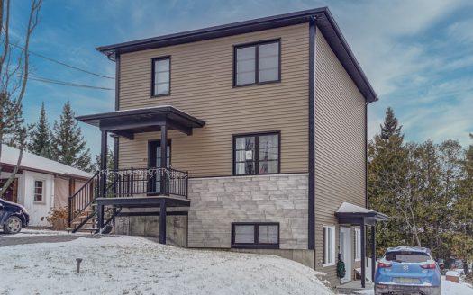 Duplex haut de gamme à vendre Sherbrooke Fleurimont Flex Immobilier 1 x 6 pièces (rez-de-chaussée + 2e étage) et 1 x 3.5 pièces (sous-sol)