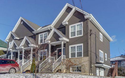 Maison jumelée avec logement à vendre Sherbrooke-Nord Flex Immobilier Élévation avant (maison à droite)