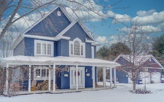 Maison bigénération avec garage à vendre Rock Forest Sherbrooke Flex Immobilier Élévation avant et garage isolé et chauffé 24' x 24' x 10'