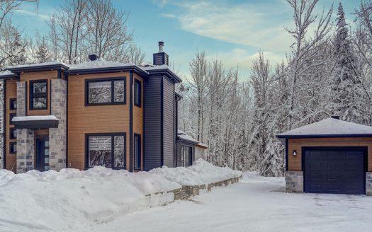 Maison en campagne à vendre Lefebvre Drummondville Flex Immobilier Élévation avant et garage 16' x 28'
