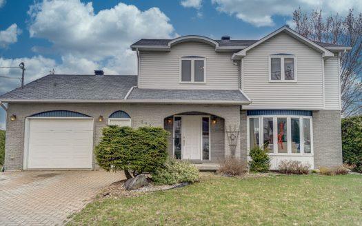 Maison avec garage à vendre Sherbrooke Fleurimont Flex Immobilier Élévation avant