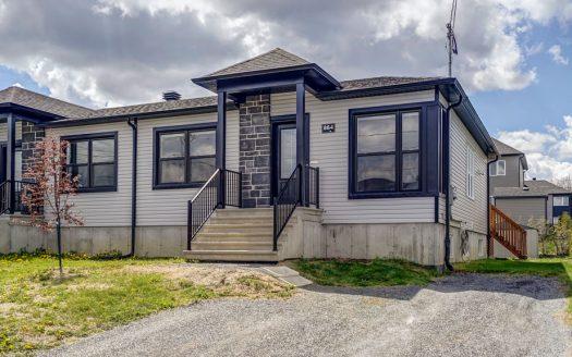 Maison plain-pied jumelée à vendre Sherbrooke Rock Forest Flex Immobilier Élévation avant